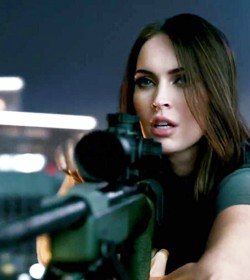 Megan Fox does Call of Duty Ghosts