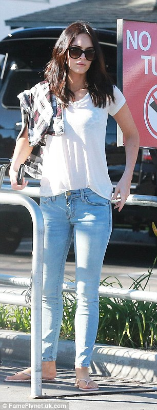 Megan Fox works a casual T-shirt and jeans on a food shop